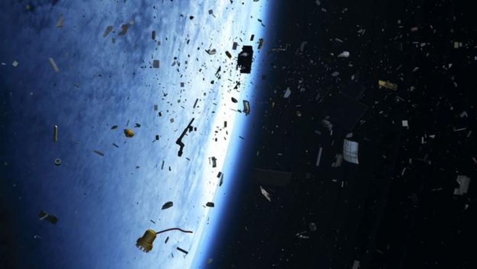 Estudo mostra que as novas redes precisarão tirar de órbita seus veículos espaciais antigos, para evitar colisões — Foto: ESA
