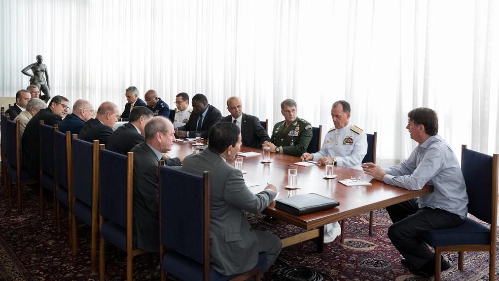 Bolsonaro recebeu ministros e comandantes das Forças Armadas para tratar de aposentadoria de militares — Foto: Marcos Corrêa/PR