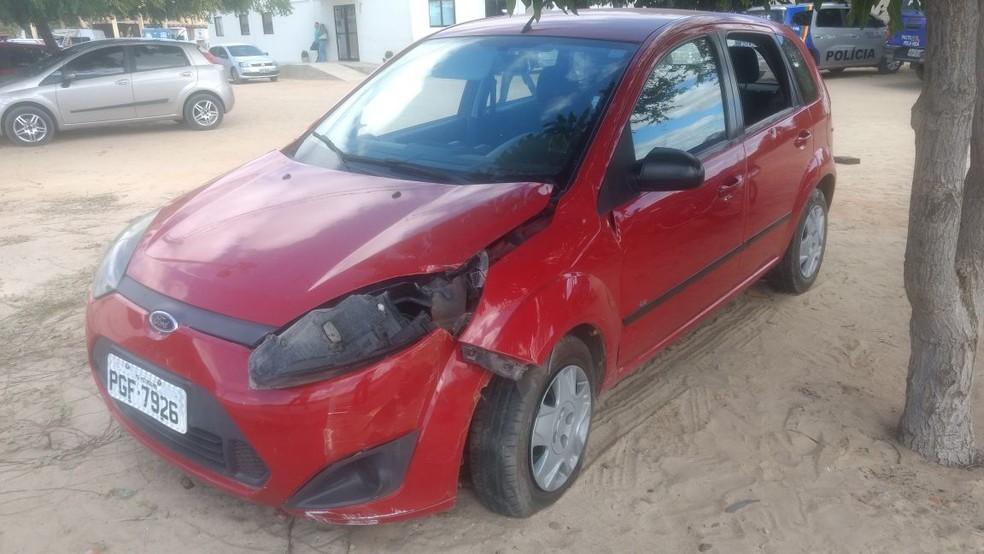 Carro do presidente do PR que foi morto em Petrolina (Foto: Amanda Franco/ TV Grande Rio )