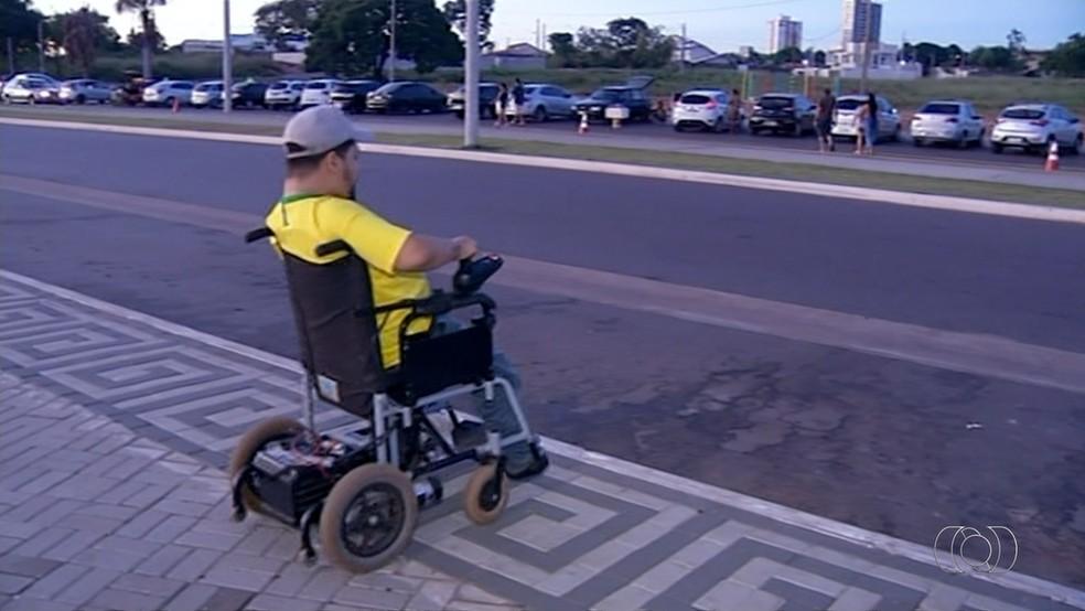Via Lago em Araguaína não tem rampas de acesso (Foto: Reprodução/TV Anhanguera)