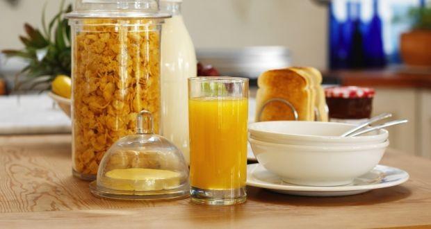 O açúcar está mascarado em diversos alimentos como cerais, pães e sucos (Foto: Getty Images/ Reprodução)