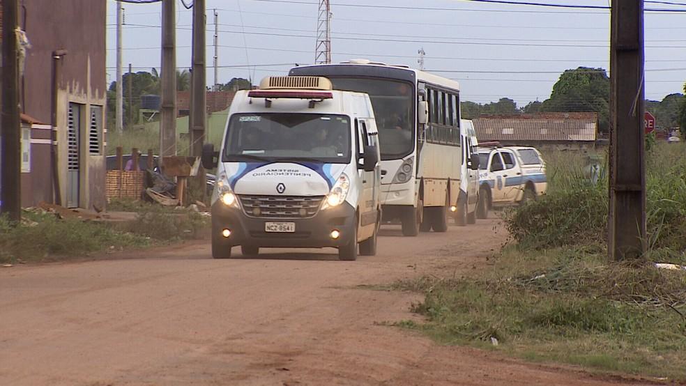 Comboio leva presas para nova unidade prisional em Porto Velho (Foto: Rede Amazônica/Reprodução)