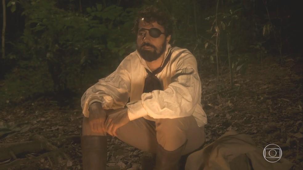 Ferdinando (Ricardo Pereira) foge para mata e reafirma o seu amor por Letícia (Maria João Bastos), em 'Novo Mundo' — Foto: TV Globo