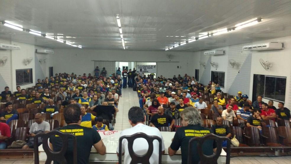 Categoria decidiu entrar em greve após assembleia na noite da terça (19) (Foto: Sintect-PE/Divulgação)