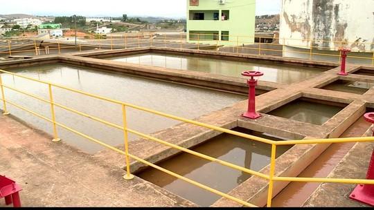 Moradores reclamam de cheiro de cloro na água em Colatina, no ES