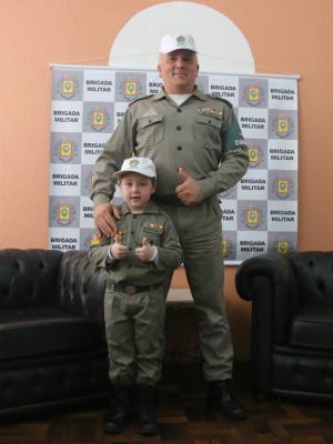 Soldado Rafaella Trindade, farda, Brigada Militar, autismo, autista, QG, comandante, coronel Alfeu Freitas (Foto: Igor Grossmann/G1)
