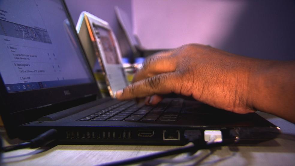 Pessoa digita em computador, em imagem de arquivo — Foto: TV Globo/Reprodução