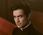 Alfonso Herrera em 'O exorcista' | Divulgação