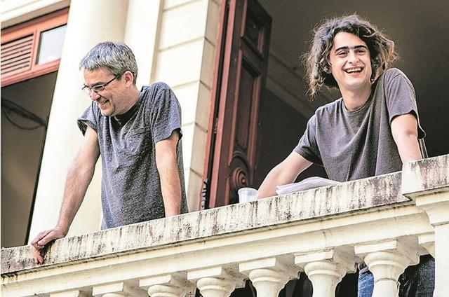 Joaquim Torres e o pai, Andrucha Waddington (Foto: TV Globo/Raquel Cunha)
