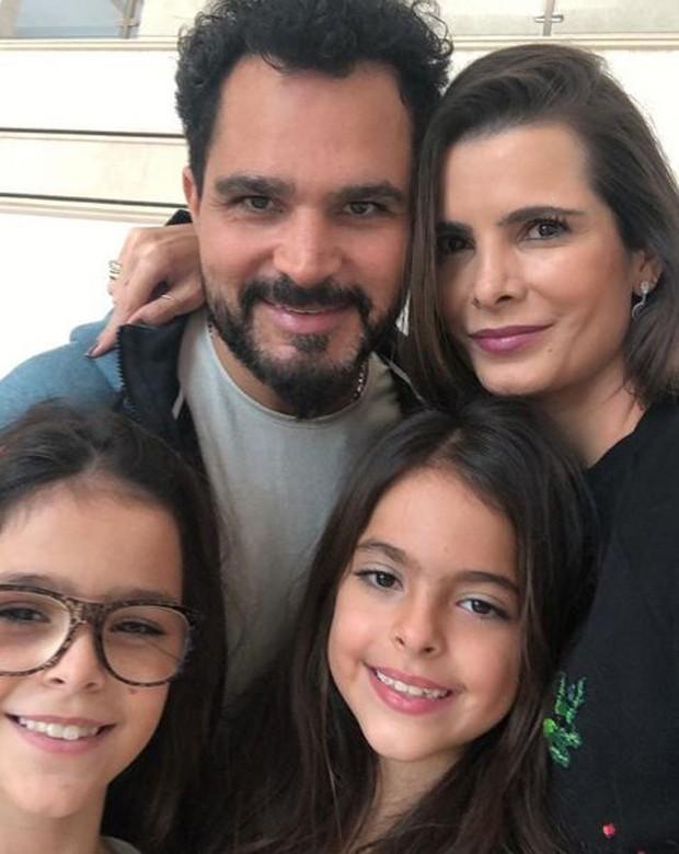 Luciano Camargo e a família (Foto: Reprodução/Instagram)