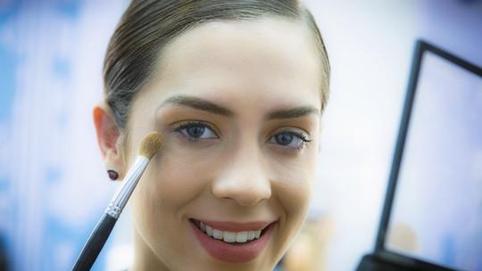 Sophia Abrahão ensina, em passo a passo, maquiagem para Réveillon
