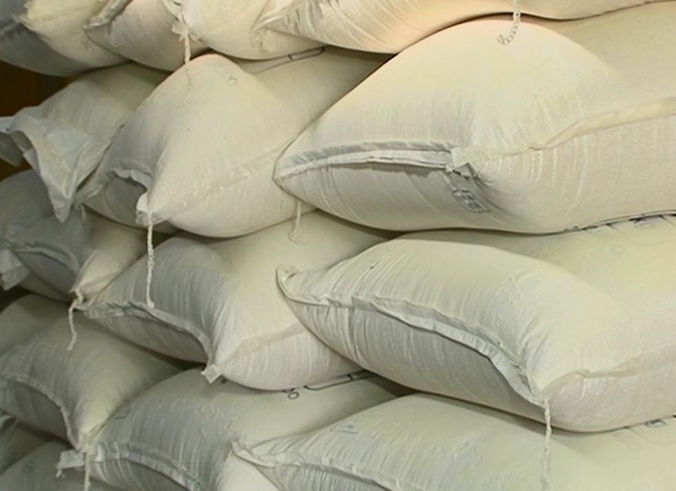 Saca da farinha de mandioca custa em média R$ 215,73 (Foto: Reprodução/ TV Asa Branca)