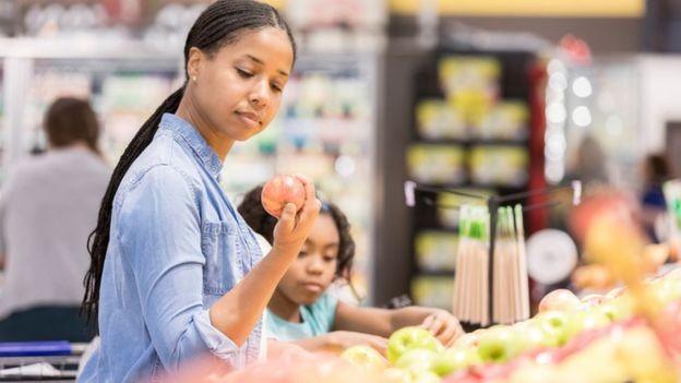 Em janeiro, supermercados britânicos alertaram para a possibilidade de falta de frutas, verduras e legumes nas prateleiras no caso de uma saída sem acordo em um mês em que a produção local estava em baixa (Foto: GETTY IMAGES)