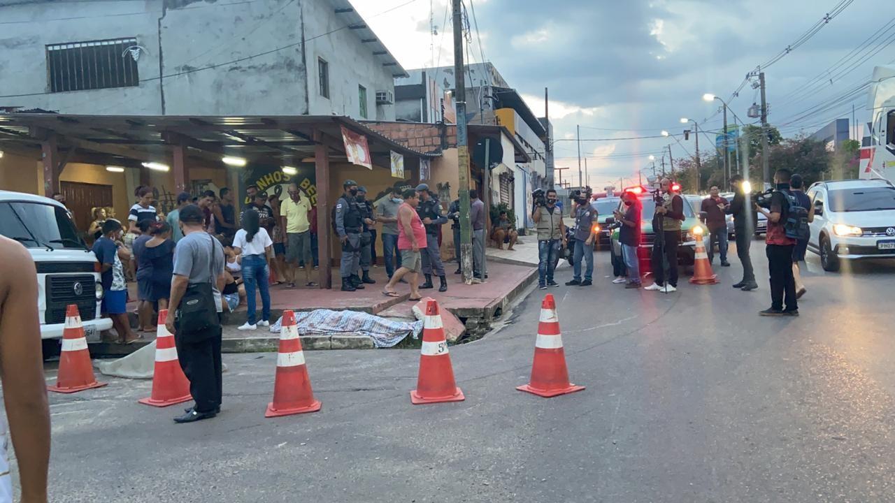Detento do regime semiaberto é morto a tiros por trio na Avenida Brasil, em Manaus