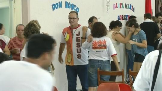 Foliões unem festa e folia em retiros de carnaval: 'Alegria é dom de Deus'