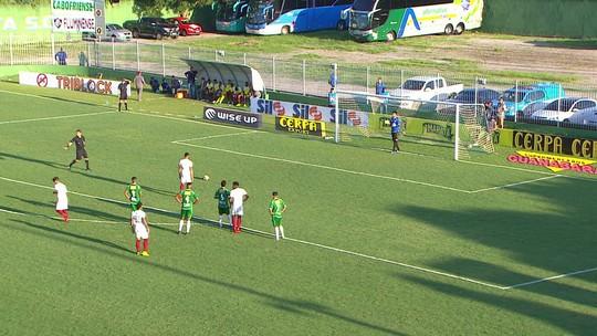 """""""Voltando ao ritmo ideal"""", diz Douglas após gol e braçadeira em 90 minutos em campo"""