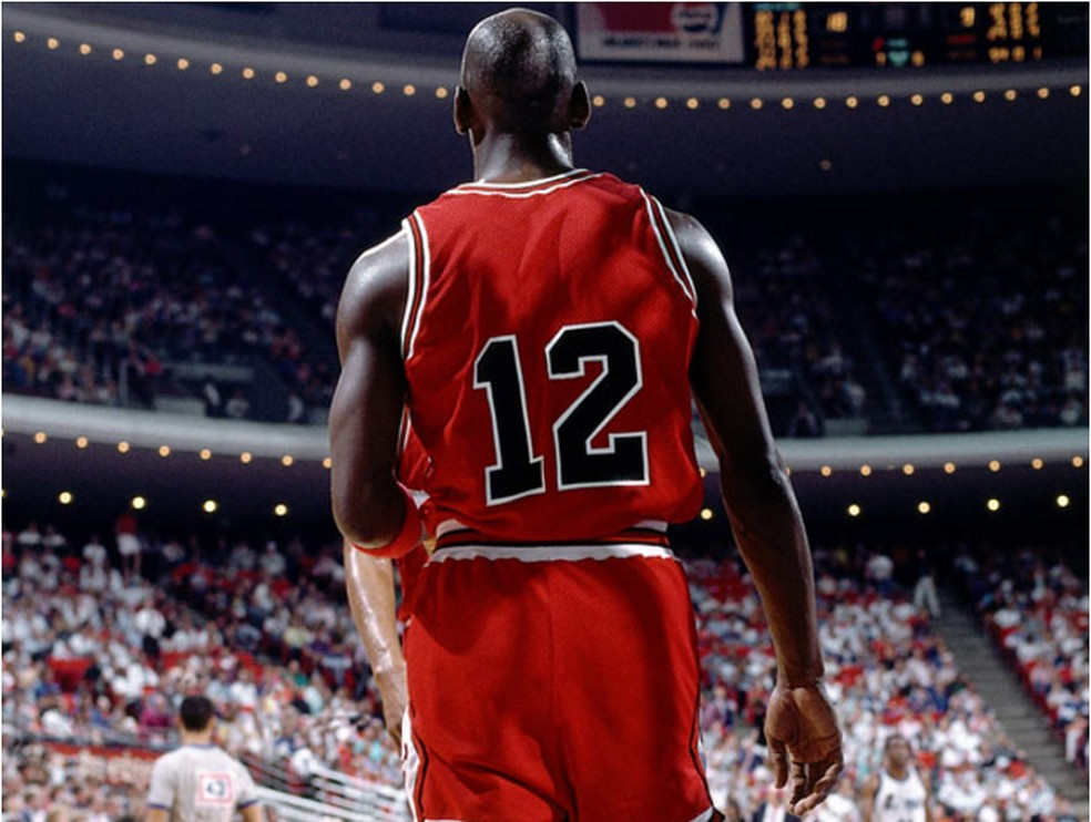 Michael Jordan vestindo a 12 do Chicago Bulls — Foto: Andrew D. Bernstein/NBAE/Getty Images