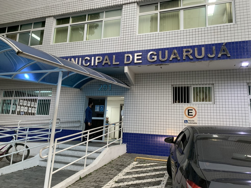 Câmara dos Vereadores de Guarujá adiou a votação do projeto de lei sobre o 13º salário e remuneração de férias dos parlamentares — Foto: Addriana Cutino/G1
