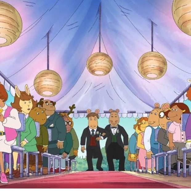 Sr. Ratburn (dir.) e noivo se casam em episódio da animação infantil Arthur (Foto: PBS Kids)