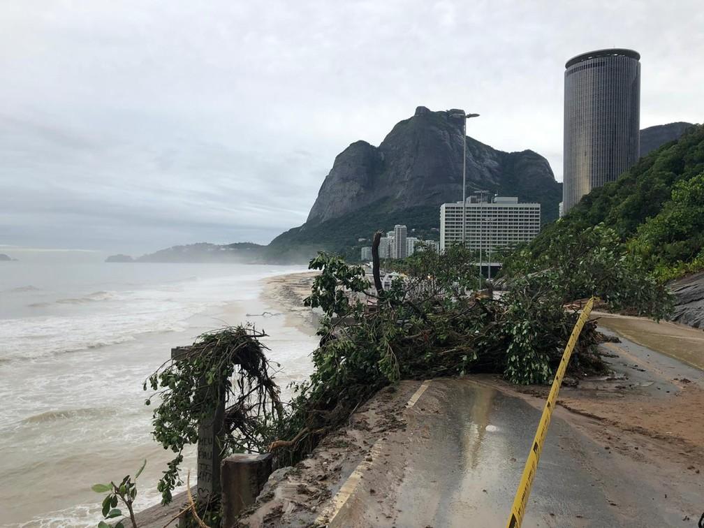 Trecho da Ciclovia Tim Maia desabou na Avenida Niemeyer — Foto: Nathalia Castro/TV Globo