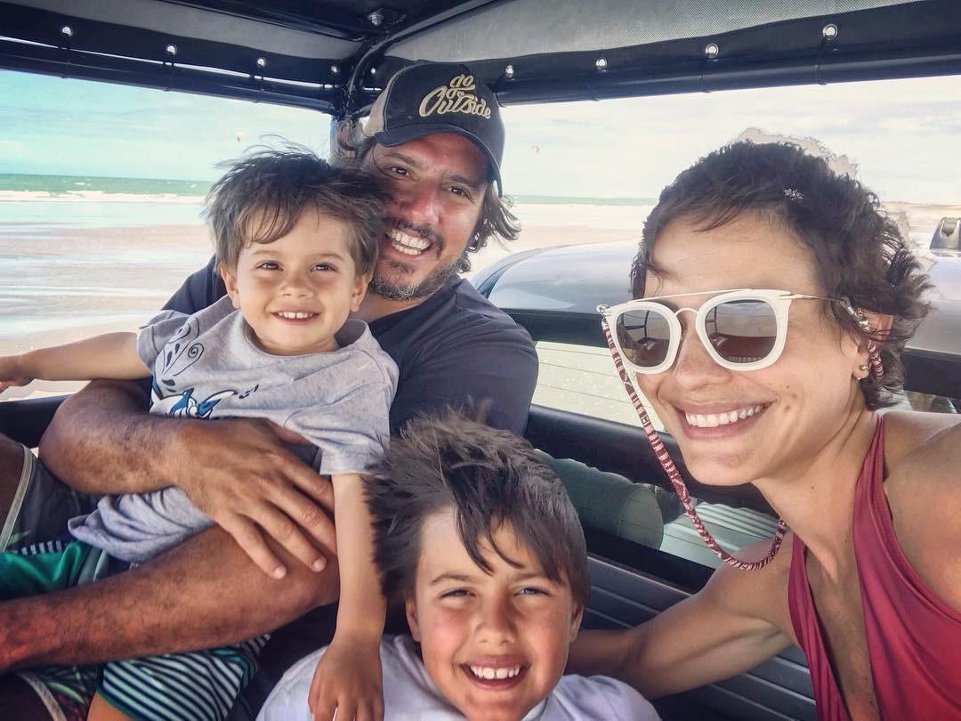 Juliana Knust e família (Foto: Reprodução / Instagram)