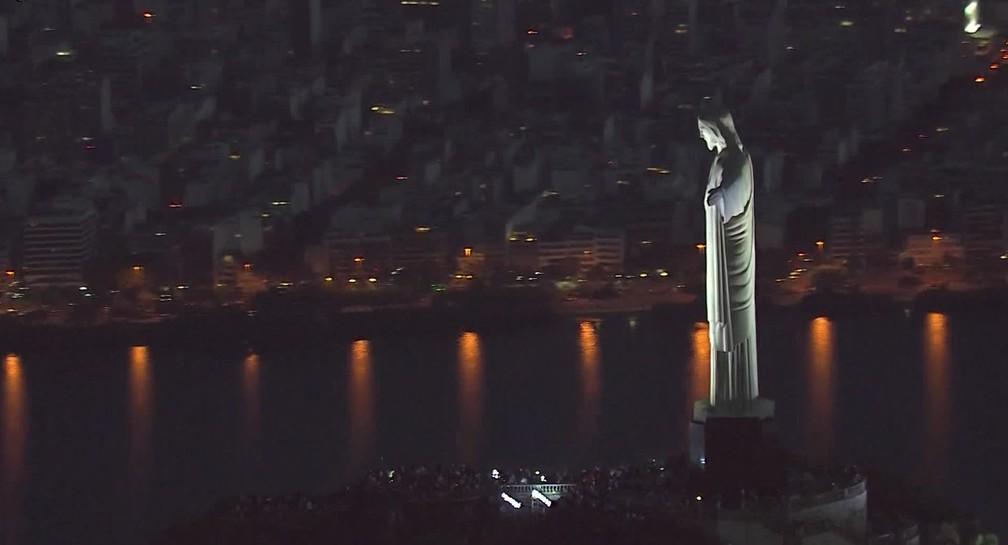 Imagem noturna do Cristo Redentor  — Foto: Reprodução/TV Globo