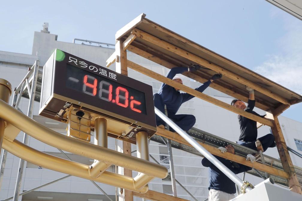 Termômetro marca 41ºC  em Kumagaya, cidade ao norte de Tóquio, nesta segunda-feira (23)  (Foto: Kyodo/ Reuters )