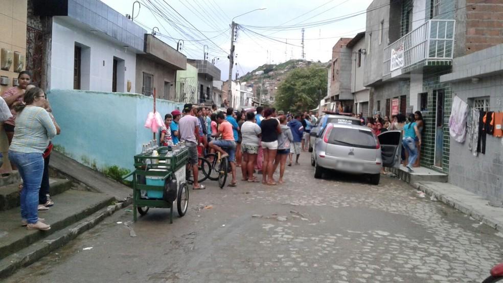 Crime aconteceu no bairro João Mota (Foto: Magno Wendel/TV Asa Branca)