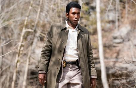 Vencedor do prêmio de melhor ator coadjuvante por 'Green Book - O guia', Mahershala Ali estrelou a terceira temporada de 'True detective'. Ele deu vida ao policial Wayne Hays  Divulgação