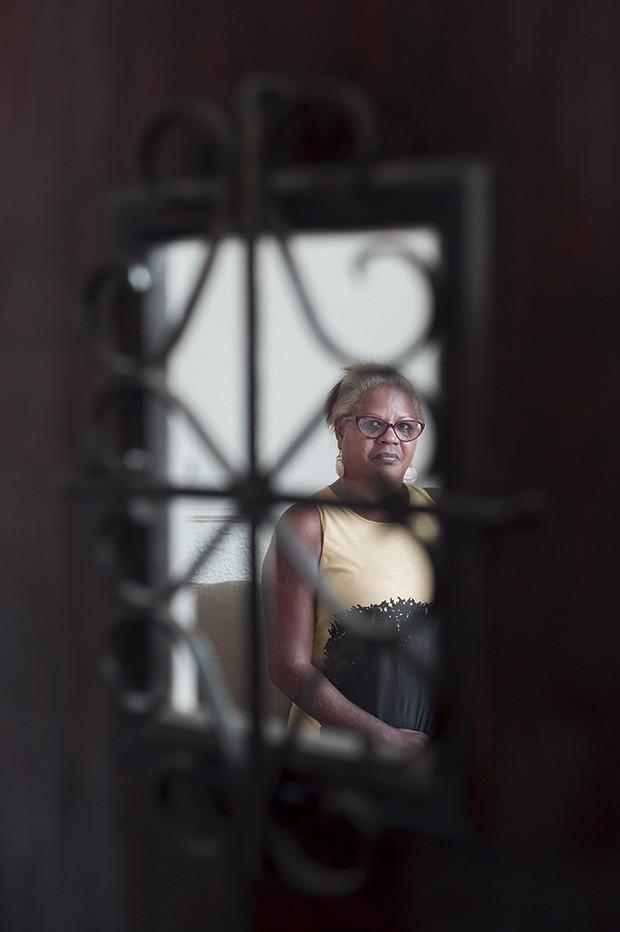 """""""O recorte racial é o motivo central de esses crimes não chegarem ao grande público. A ideia de nos juntarmos vem da certeza de que uma  mãe pode ajudar a outra"""" – Mônica Cunha, criadora do Café das Fortes (Foto: Reinaldo Canato /  Lucas Landau / Produção-executiva Vandeca Zimmermann )"""