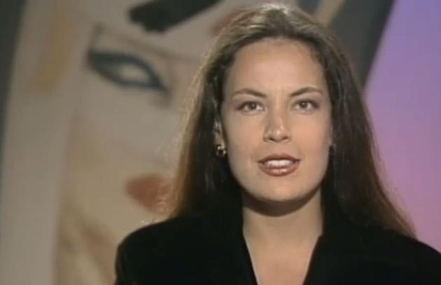 Antes de começar a fazer novelas, Carolina Ferraz apresentou o dominical em 1992 (Foto: Reprodução da internet)