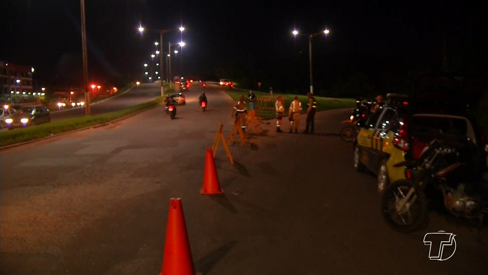 -  Trecho da Rodovia Fernando Guilhon interditado para a reconstituição, na noite de segunda-feira  11 , em Santarém, oeste do Pará  Foto: Reprodução/TV