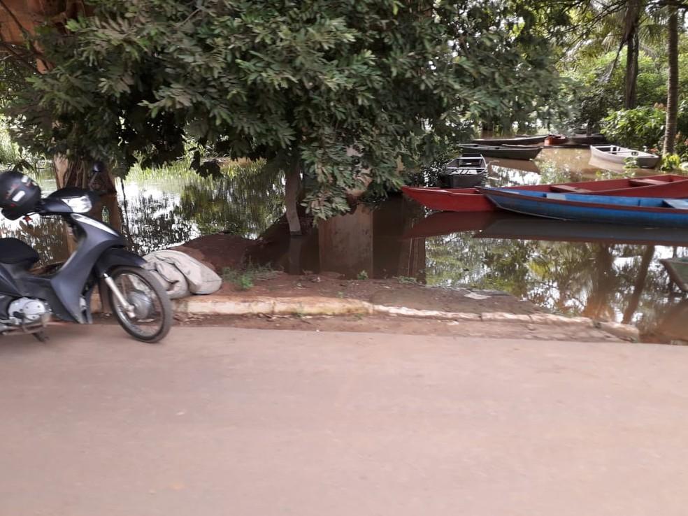 Família foram retiradas de suas casas devido a cheia do rio Jaru — Foto: Luzia Rocha/Arquivo pessoal