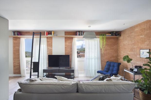 Apartamento pequeno ganha ares de loft com integra o e for Decoracion de loft pequenos