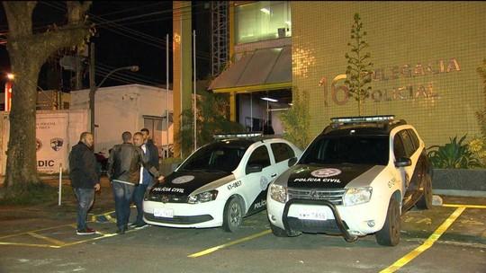 Homens com fuzis e pistolas assaltam restaurante na Barra da Tijuca