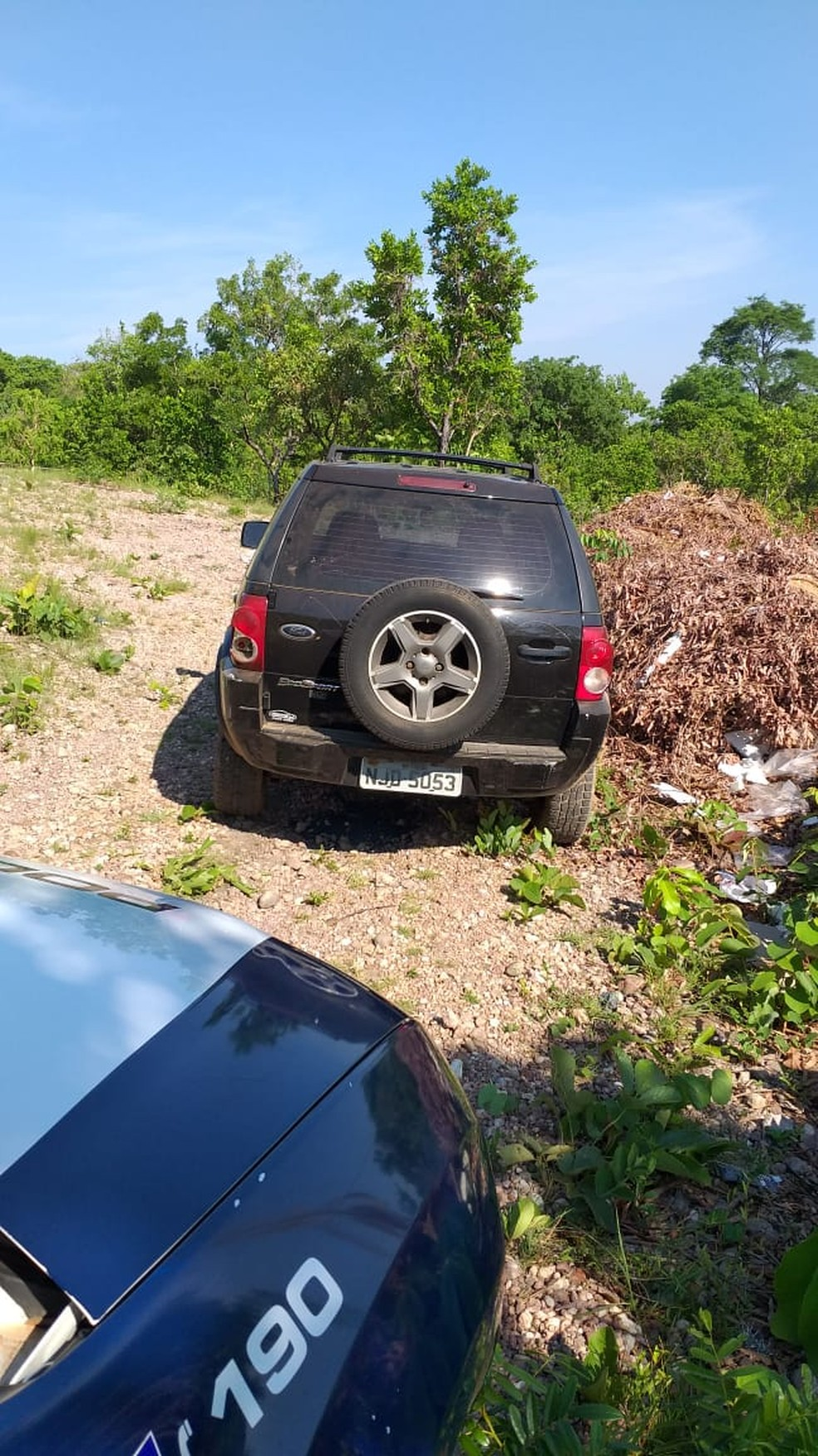 Quadrilha abandonou alguns dos veículos furtados de garagem em Várzea Grande — Foto: Polícia Militar de Várzea Grande/Divulgação