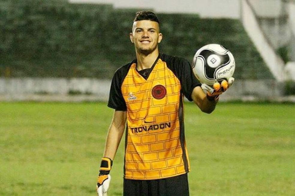 Segundo goleiro do Íbis na temporada passada, Biscoito - como era conhecido - teria seu contrato renovado (Foto: Reprodução / Instagram)