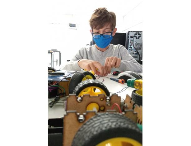Curitibano de 10 anos ganha medalha de ouro na Olimpíada Brasileira de Robótica: 'Ele é genial', diz professor