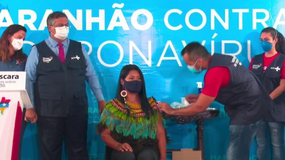 Indígena Fabiana Guajajara foi a segunda pessoa a receber a vacina contra a Covid-19 no Maranhão — Foto: Reprodução/Gov do Maranhão
