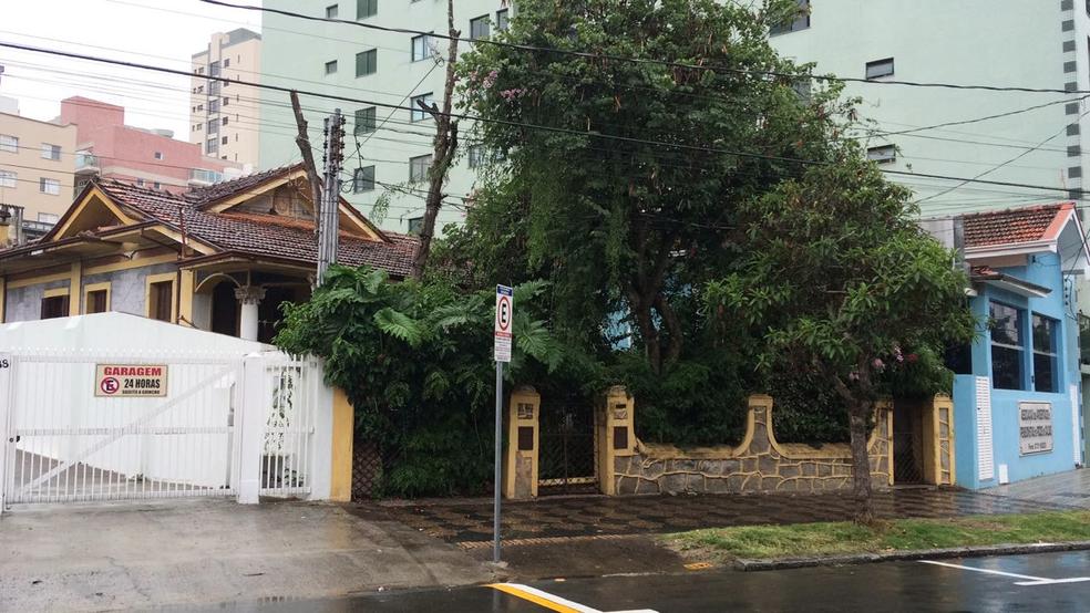 -  Professor foi encontrado morto dentro de casa em Poços de Caldas  MG .  Foto: Jaderson Rodrigues