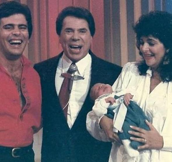 Wagner Montes e Sonia Lima com o Diego, ainda bebê, ao lado de Silvio Santos (Foto: Reprodução/ Instagram)