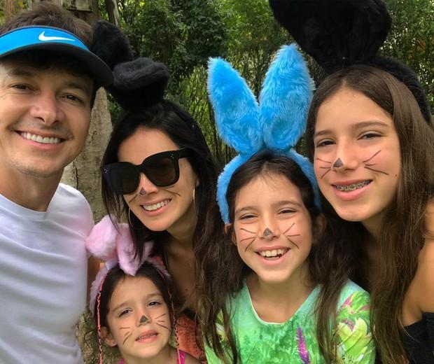 Rodrigo Faro, Vera Viel e suas filhas (Foto: Reprodução/Instagram)