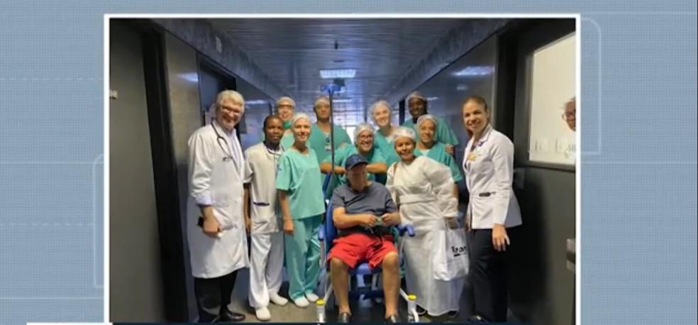 Idoso recebe alta médica em Salvador após se curar do coronavírus — Foto: Reprodução
