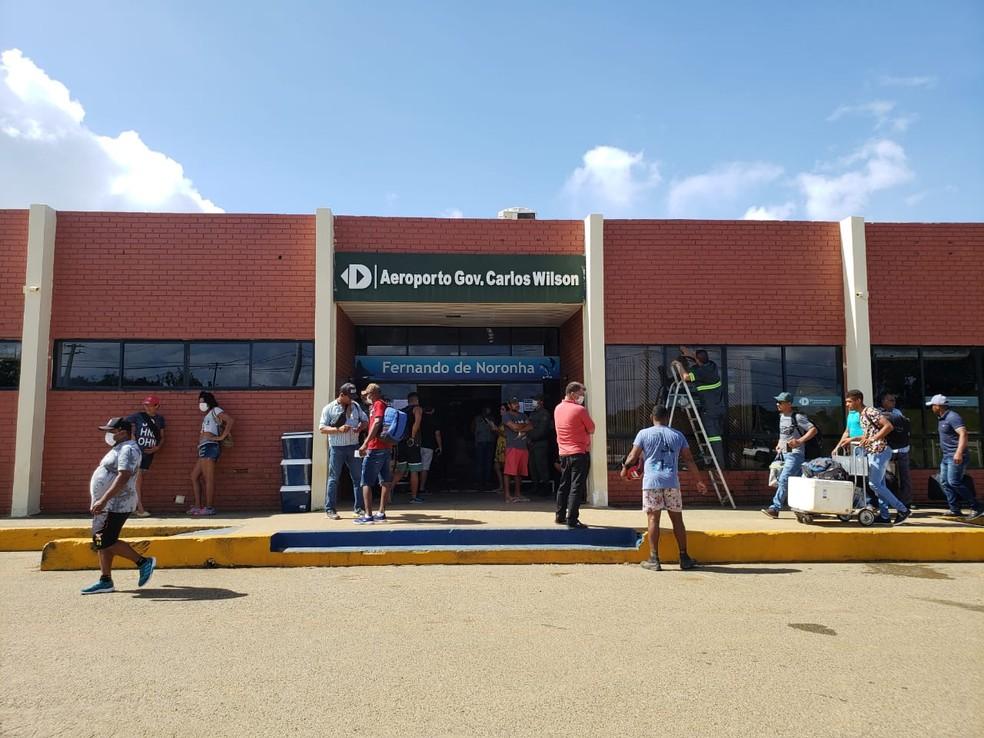 Aeroporto de Fernando de Noronha está recebendo um voo semanal, apenas, aos sábados — Foto: Ana Clara Marinho/G1