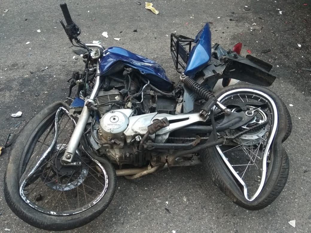 Motociclista morre após colidir contra carro e caminhão na SC-406, em Florianópolis - Notícias - Plantão Diário