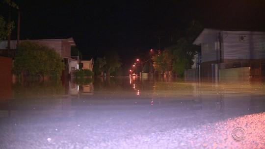 Chuva dá trégua, mas água volta a subir em São Sebastião do Caí, no RS