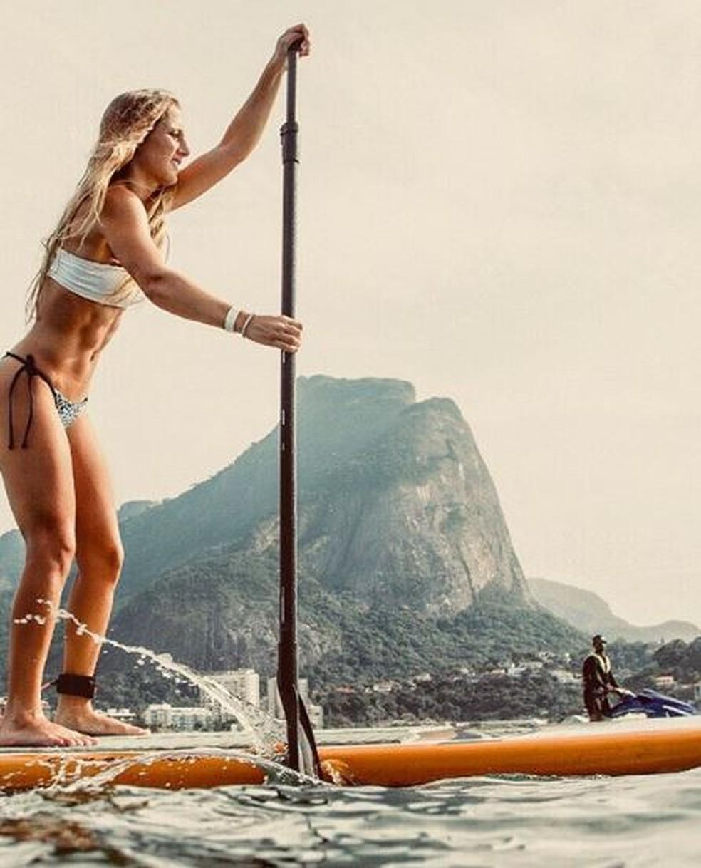 O lugar favorito de Bruna Griphao é a praia. A atriz conta que não se vê morando em um lugar que não tenha mar.  — Foto: Reprodução da Internet