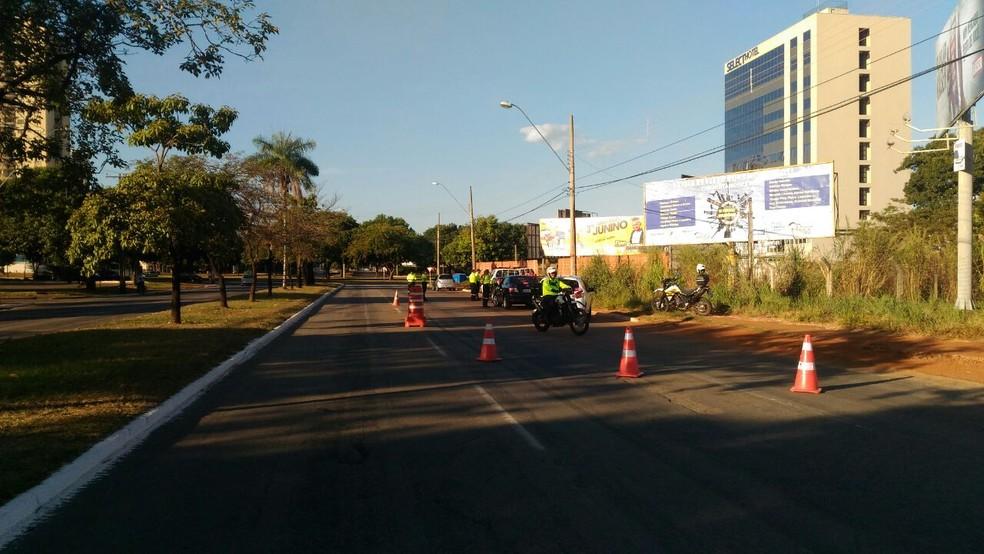 Agentes de trânsito fazem blitz em quadra no centro de Palmas (Foto: Divulgação)