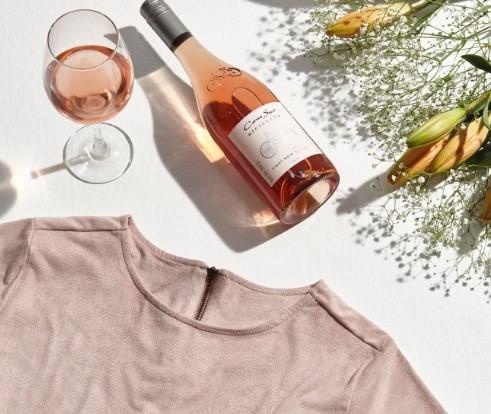 Kit com vinho e camisa: parceria La Pastina e C&A