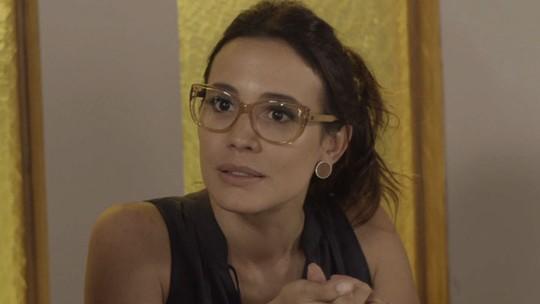 Bia convida Rafaela para passeio, mas ela recusa
